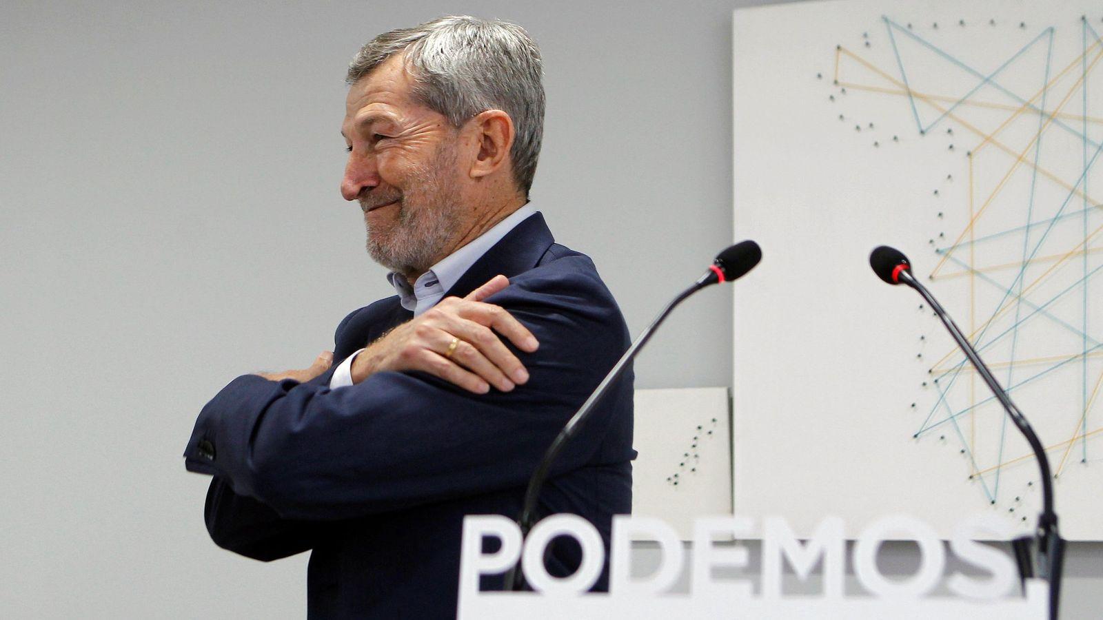 Foto: El exJemad Julio Rodríguez, en la sede de Podemos el pasado mes de diciembre tras ser elegido en primarias secretario general municipal en Madrid. (EFE)