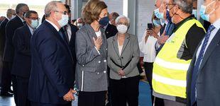 Post de La reina Sofía, recibida con aplausos durante su visita al Banco de Alimentos de Granada
