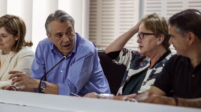 Manu Escudero, secretario de Política Económica y Empleo de la ejecutiva de Pedro Sánchez, junto a Pilar Cancela, Isaura Leal y Manuel González Ramos, el pasado 19 de junio en Ferraz. (EFE)