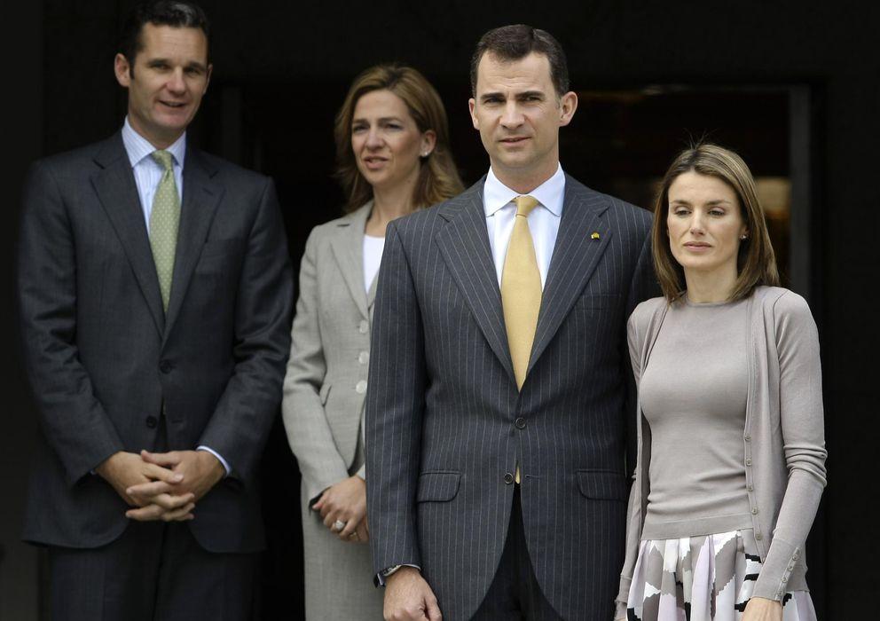 Foto: Fotografía de archivo de los Reyes de España, la infanta Cristina e Iñaki Urdangarin. (Reuters)