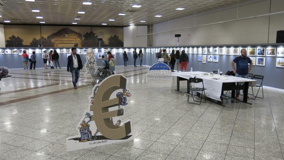 Foto: Vista de la exposición Sweet Europa, en la que artistas griegos satirizan sobre la situación economica en Europa. (EFE)
