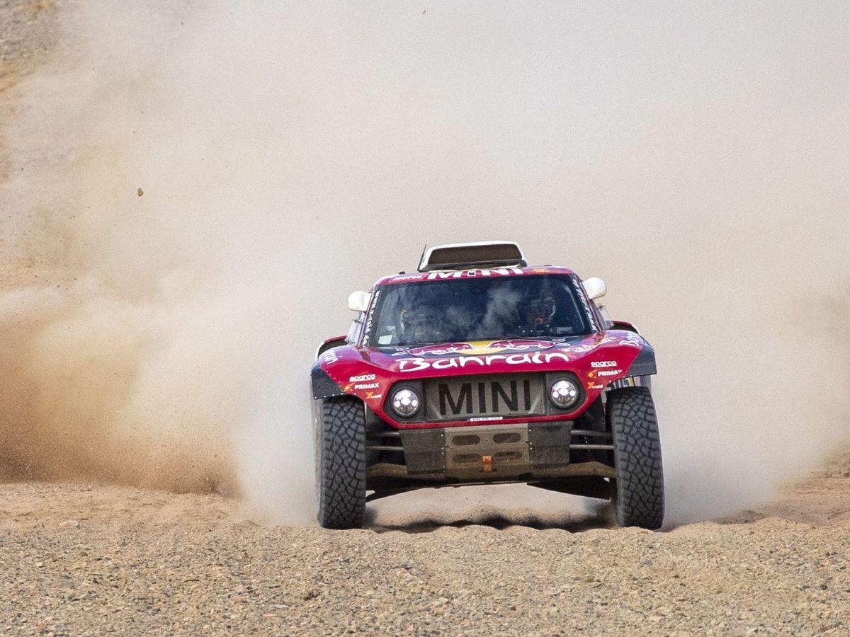 Foto: Carlos Sainz, con el Mini, durante la etapa cuarta del Rally Dakar. (EFE)
