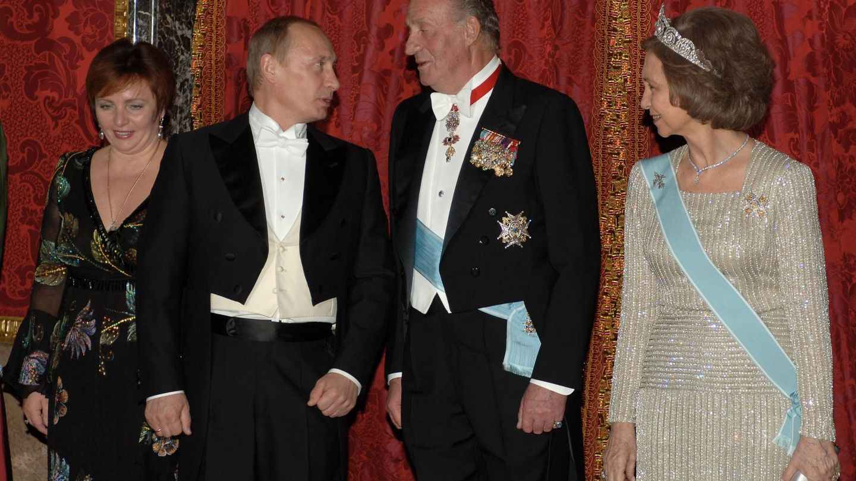 Putin con su exmujer Lyudmila, visitando a los Reyes de España en 2006. (Getty)