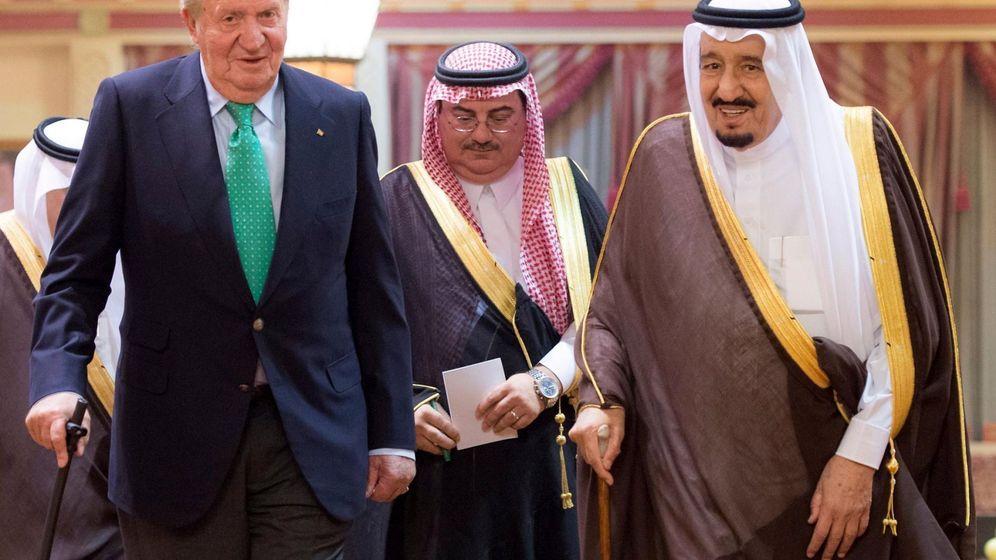 Foto: Juan Carlos I (i) junto con el rey saudí Salman Bin Abdelaziz (d) durante su encuentro en Riad. (EFE)