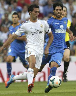 Foto: Álvaro Arbeloa se disfraza de capitán y salva a Karim Benzema de la guillotina