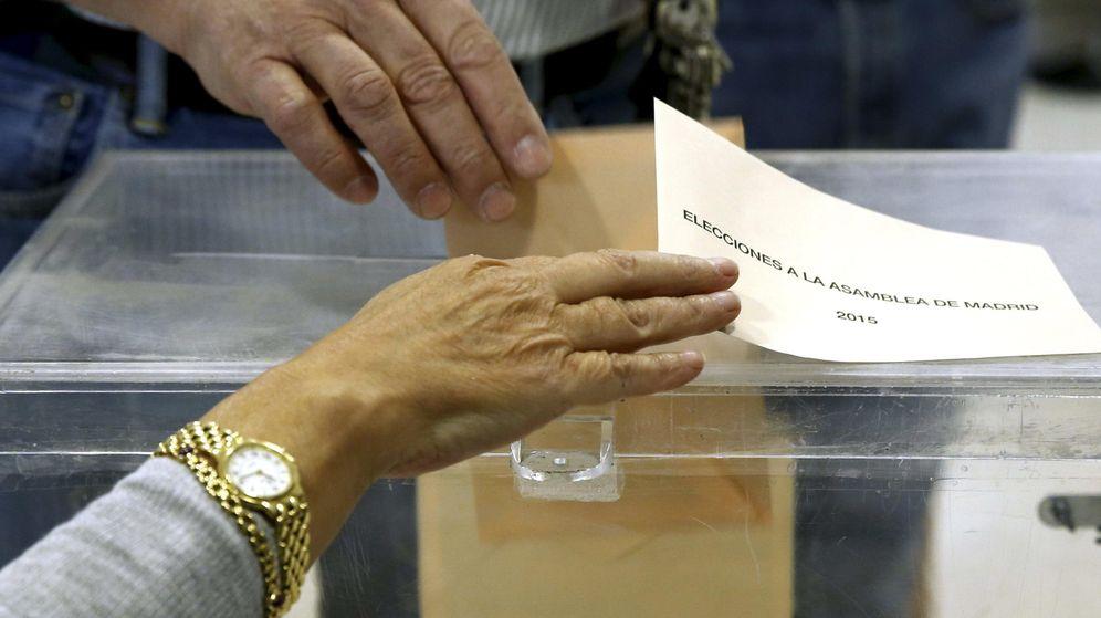Foto:  Detalle de una urna en un colegio electoral de Madrid. (EFE)