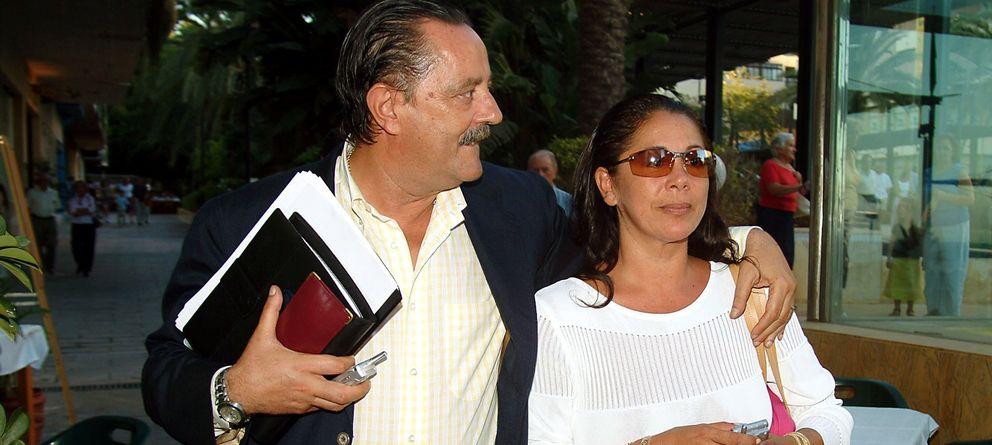 Foto: Isabel Pantoja y Julián Muñoz en septiembre de 2003 (Gtres)