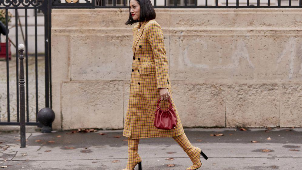 Foto: Sucumbe a los abrigos con prints que tanto adoran las insiders. (Imaxtree)