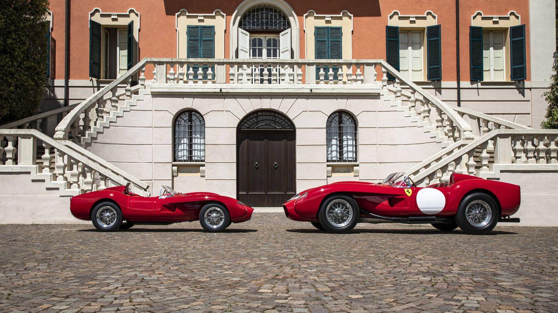A la izquierda, el Testa Rossa J, que mide 3,1 metros de largo, y a la derecha, un Ferrari 250 Testa Rossa de 1957.