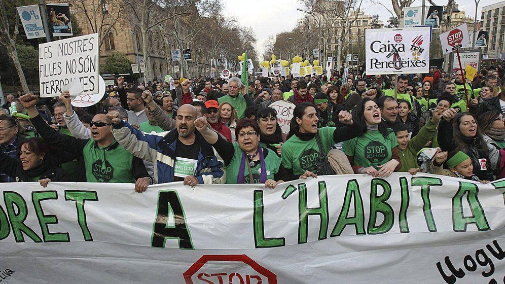 Foto: Pancarta de cabeza de una manifestación convocada por la Plataforma de Afectados por la Hipoteca. (EFE)