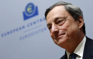 Draghi estruja los tipos y prestará dinero a la banca para revivir el crédito