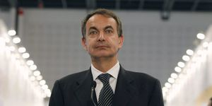 Zapatero dice ante el PSOE que decidirá sobre su futuro cuando deba
