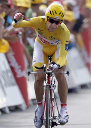 Sastre se baña en oro y sucederá a Contador en París