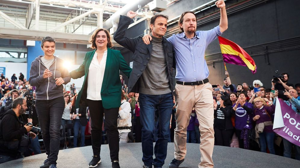 Foto: Pablo Iglesias (d1), la alcaldesa de Barcelona, Ada Colau (i2), y el número uno de los comunes por Barcelona para el 28A, Jaume Asens (d2). (EFE)