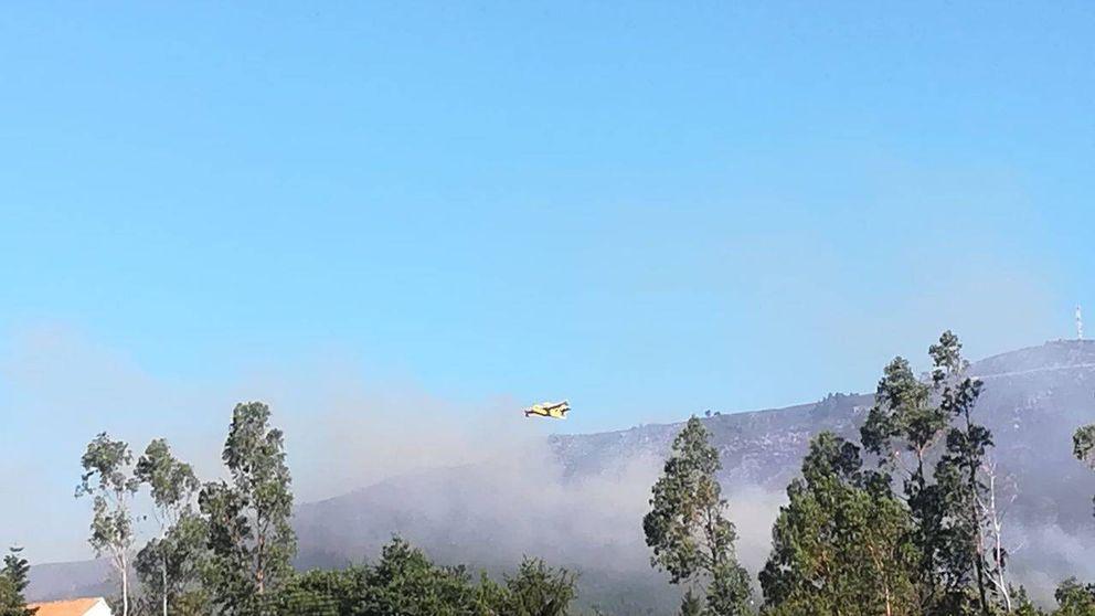 Un incendio que permanece activo en A Pobra (A Coruña) quema más de 45 hectáreas