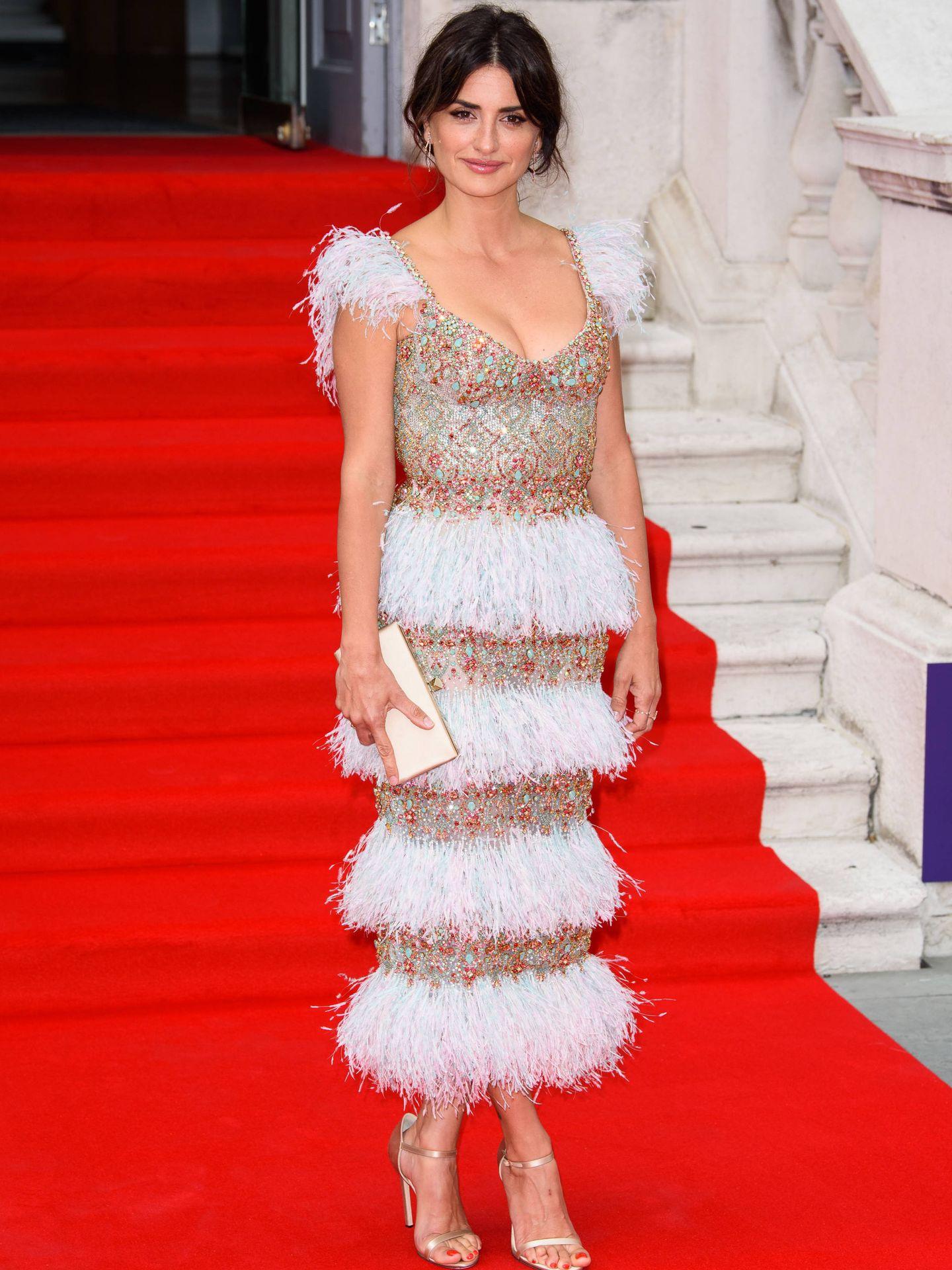 Penélope Cruz, en Londres con uno de sus mejores looks hasta la fecha. (Getty)