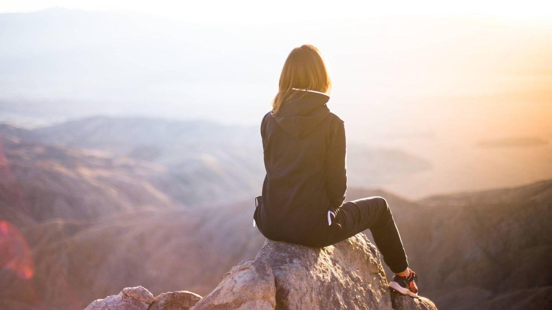 Apuesta por los buenos hábitos como estar en contacto con la naturaleza. (Denys Nevozhai para Unsplash)