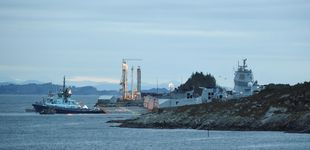 Post de Un barco de guerra choca con un petrolero junto a un fiordo en Noruega
