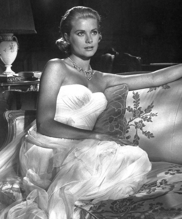 Foto: Grace Kelly, con el look que pudo inspirar a Carlota. (Cordon Press)