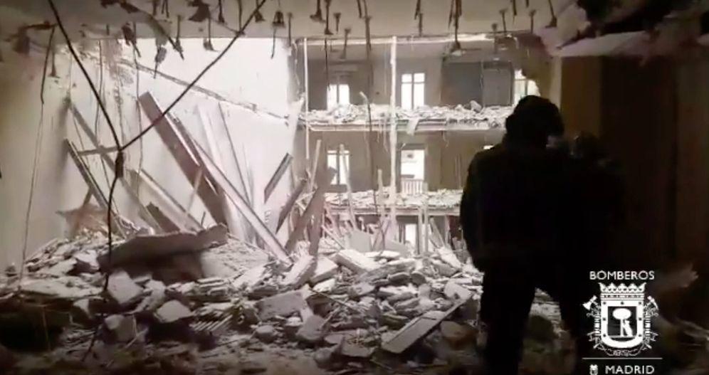 Foto: Se derrumba un edificio en Chamberí y buscan a dos obreros que trabajaban dentro