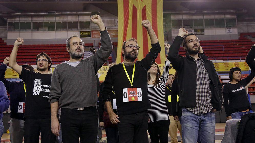 Foto: Antonio Baños, Benet Salellas y Albert Butran, de la CUP, en una imagen de archivo. (EFE)
