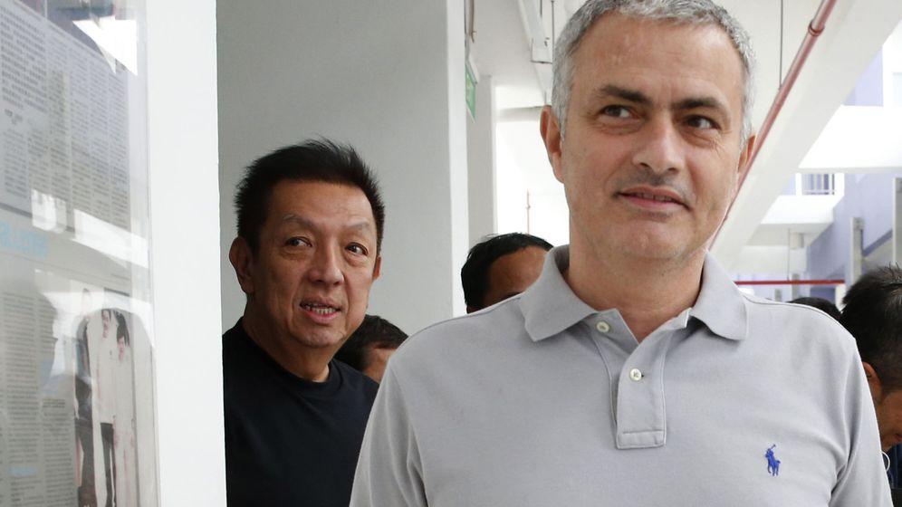 Foto: Peter Lim y José Mourinho, en un acto en Singapur en 2016. (Reuters)