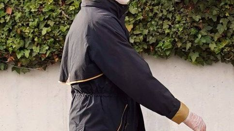 El look español de la infanta Elena para pasear al perro en pleno confinamiento