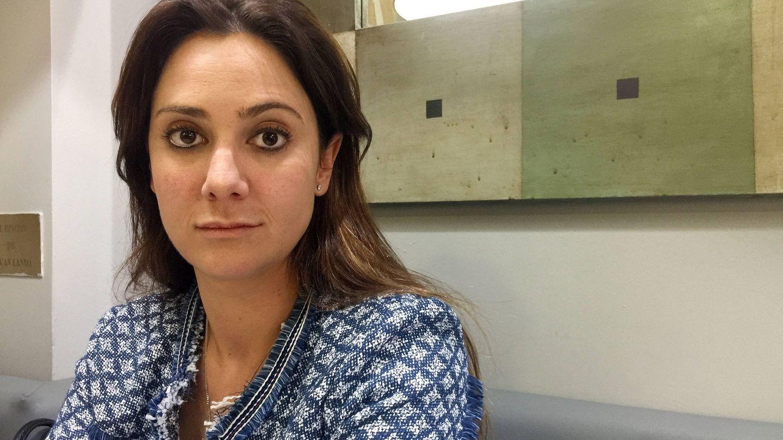 Sandra Villavicencio, hija del marqués de Larios, en una cafetería tras su desalojo. (Foto: A.S.)