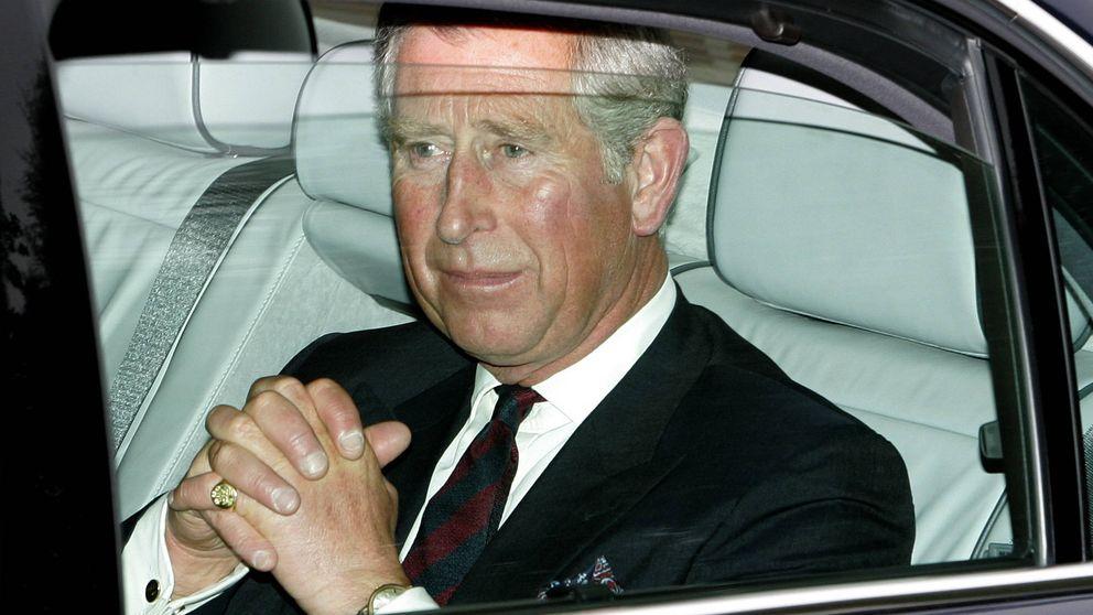 El príncipe Carlos sufre un accidente de coche tras chocar contra un ciervo
