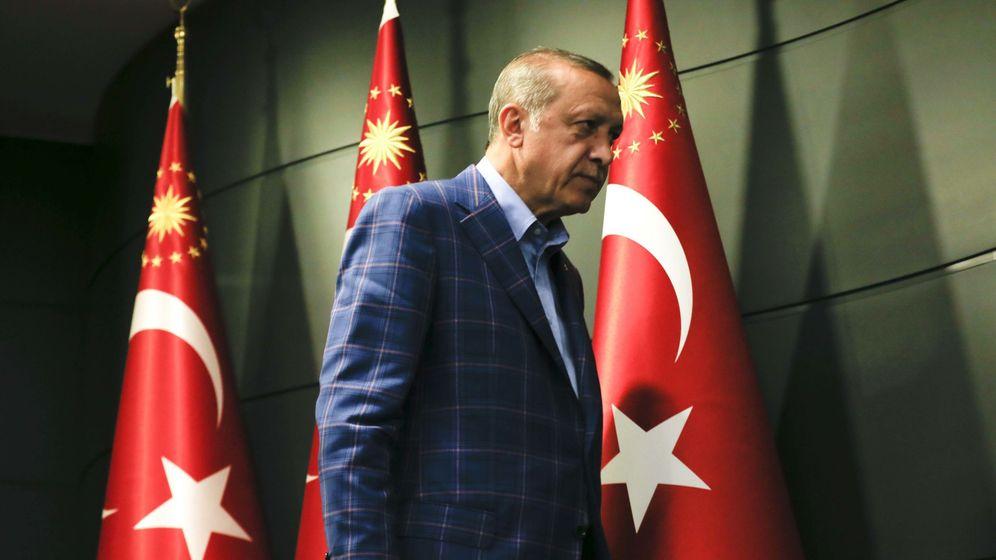 Foto: El presidente Erdogan valora los resultados del referéndum en rueda de prensa. (Reuters)