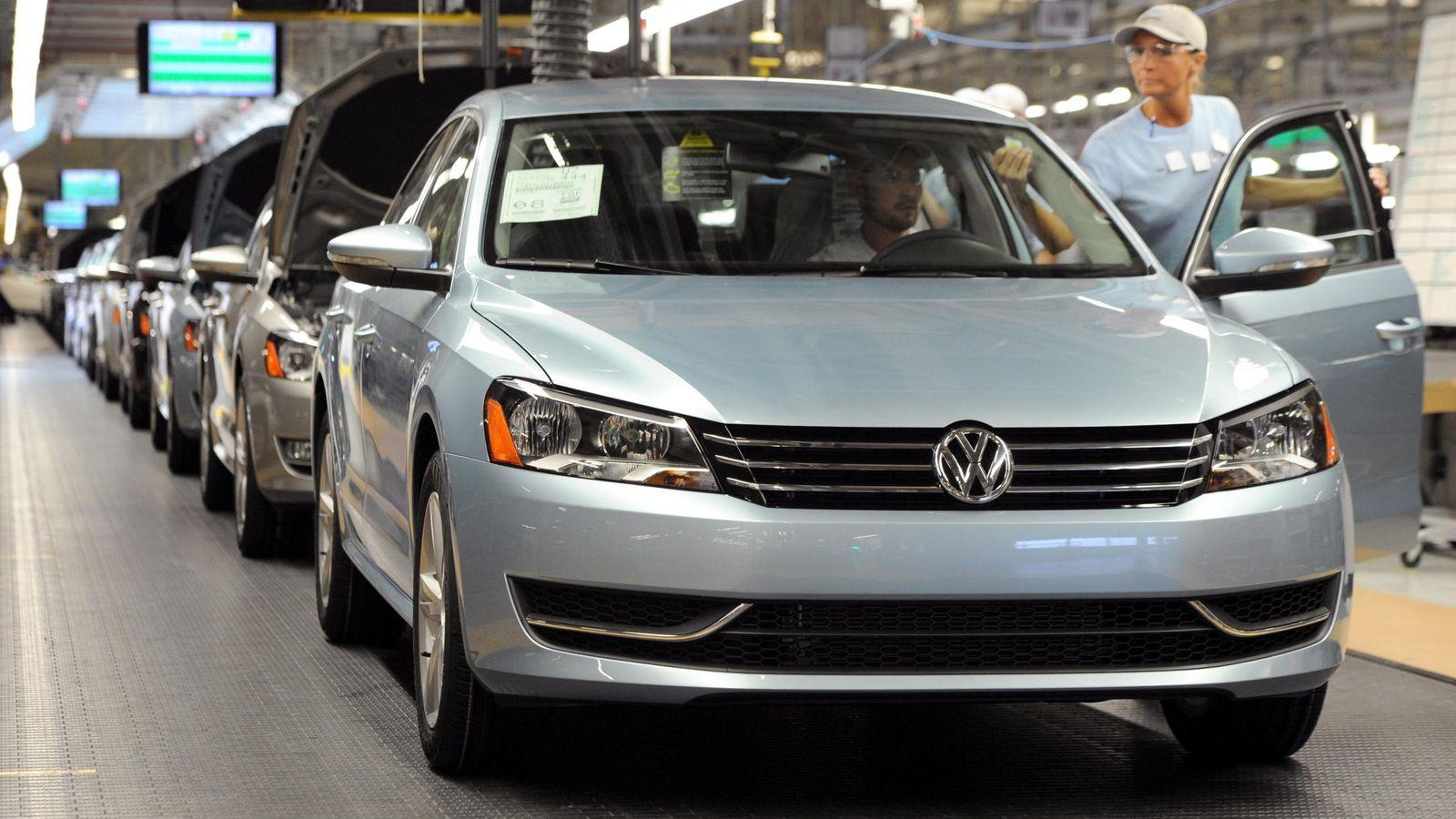 Foto: Interior de una fábrica de Volkswagen, el mayor fabricante automovilístico del mundo. (Efe)