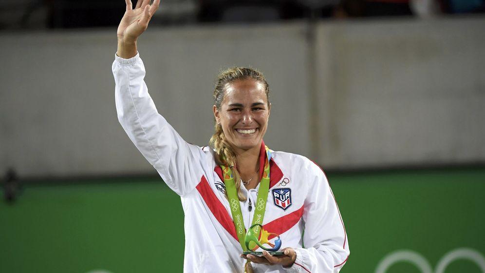 Foto: Mónica Puig con su medalla de oro (Toby Melville/REUTERS)