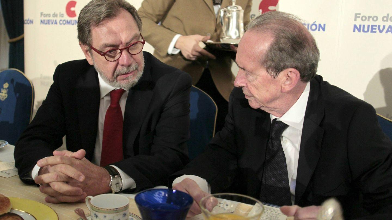 Juan Luis Cebrián, junto con el director de la RAE José Manuel Blecua.
