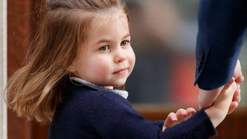 El motivo por el que la princesa Charlotte siempre lleva vestidos parecidos