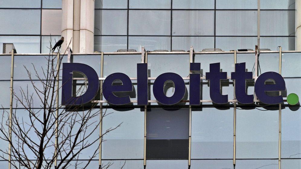 Foto: Fotografía de archivo del logo de Deloitte en un edificio comercial. (Reuters)