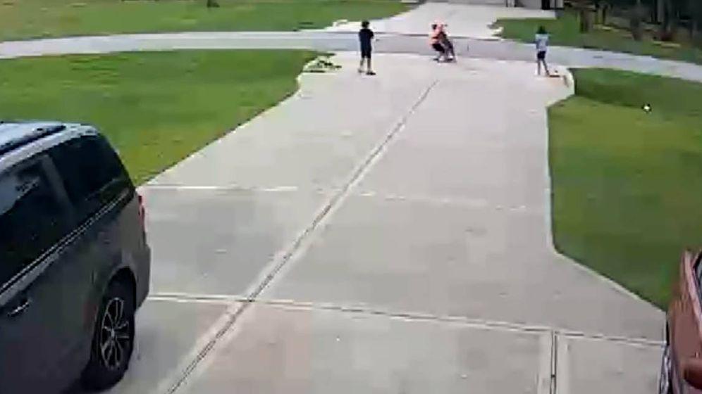 Foto: El pitbull atacó al pequeño cuando estaba jugando con sus amigos. (YouTube)