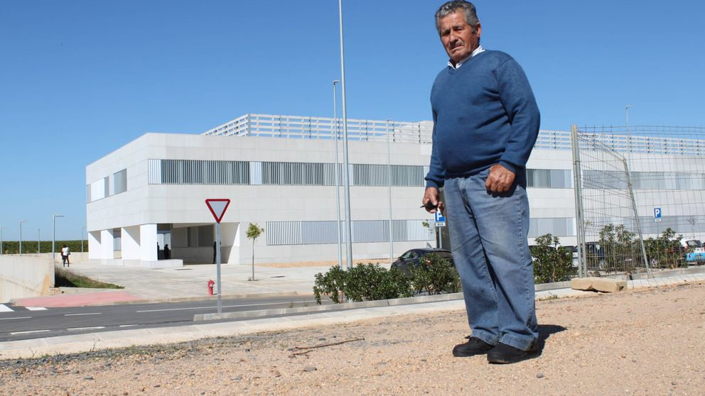 El peor chiste de Lepe: dos hospitales terminados y ninguno abre sus puertas
