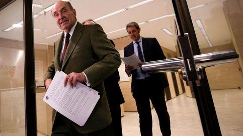 Miquel Roca usó a dos abogados de su bufete para trocear la 'comisión' que abonó a CDC
