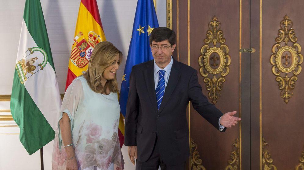 Foto: Susana Díaz, presidenta de la Junta de Andalucía, junto a Juan Marín, líder de Ciudadanos en Andalucía. (EFE)