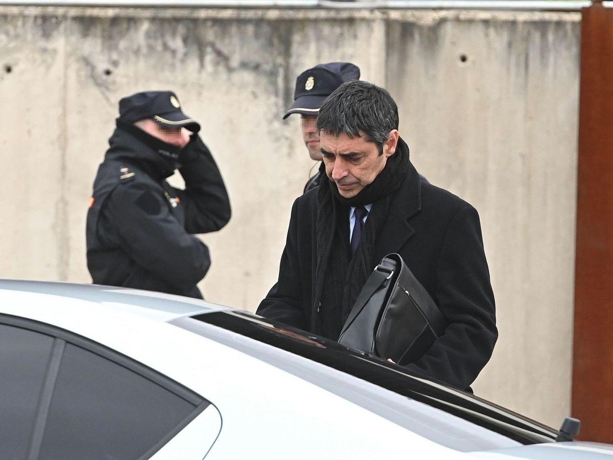 Foto: Josep Lluís Trapero, saliendo de una sesión del juicio. (EFE)