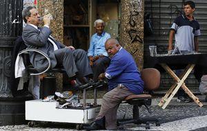 El hombre que logró hacerse rico limpiando zapatos en aeropuertos