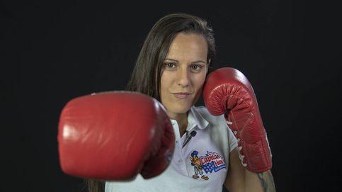 Algún hombre encajó un golpe yquiso vengarse...: Joana Pastrana en la oficina