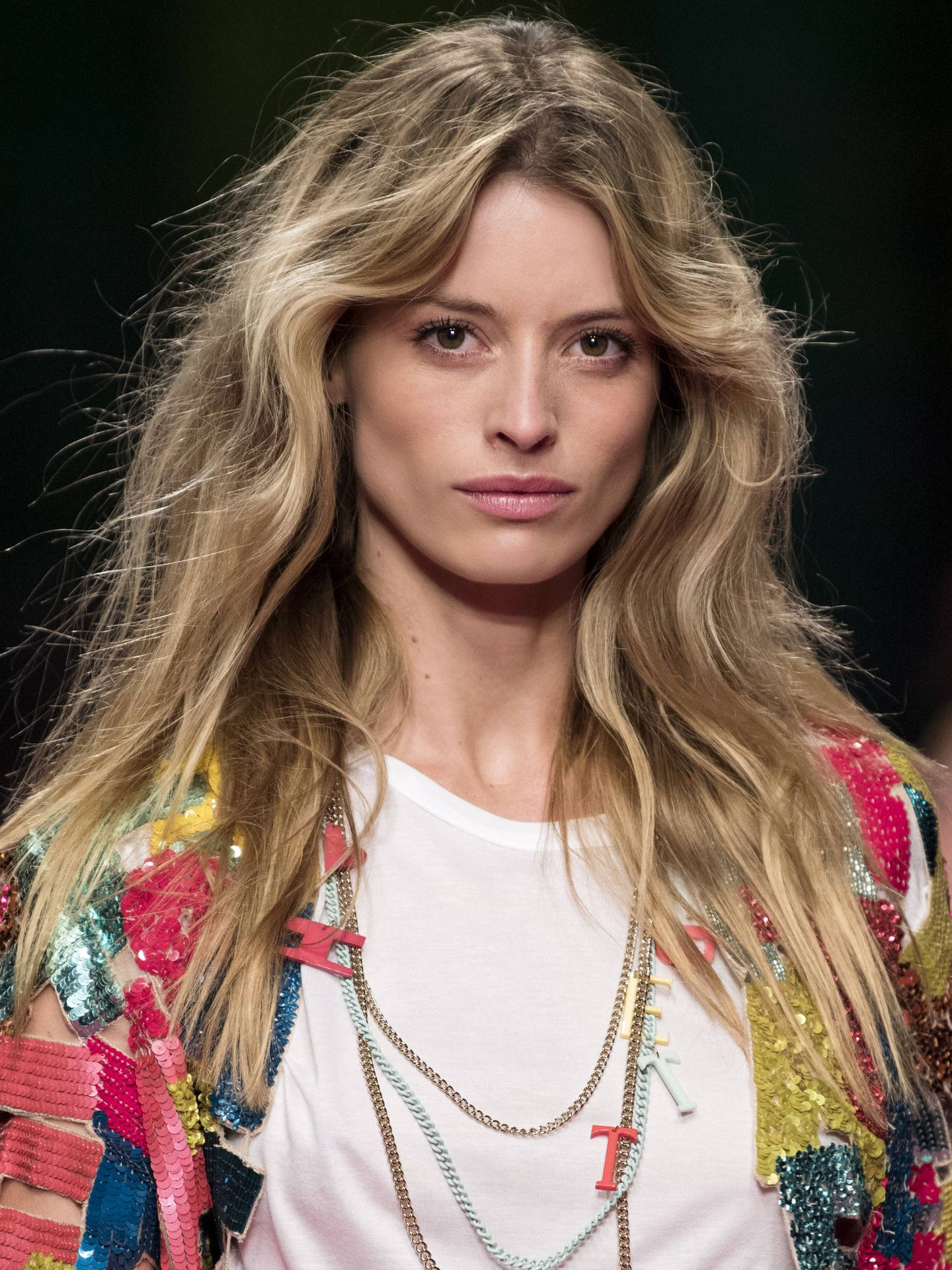 El encrespamiento es uno de los efectos secundarios del cabello seco. (Imaxtree)