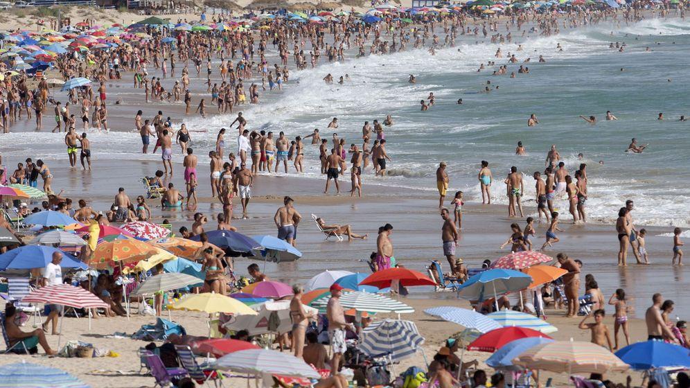 Foto: Playa de La Barrosa en Chiclana de la Frontera, Cádiz. (EFE)