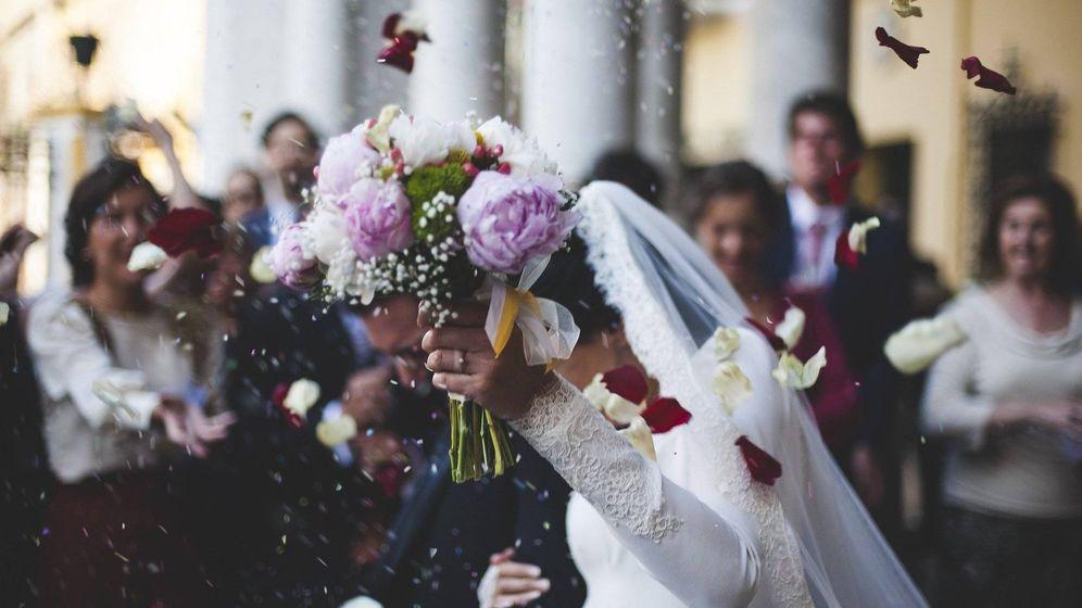 Foto: Imagen de archivo de un matrimonio reciñen casado. (Pixabay)