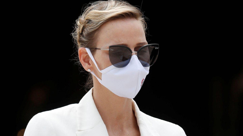 Charlene de Mónaco, con mascarilla y recogido trenzado. (Reuters)