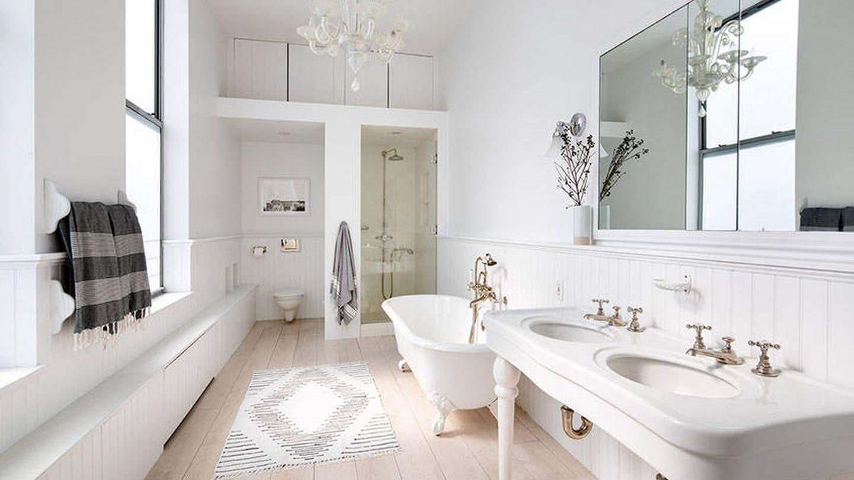 El baño estilo vintage. (Douglas Elliman Real Estate)