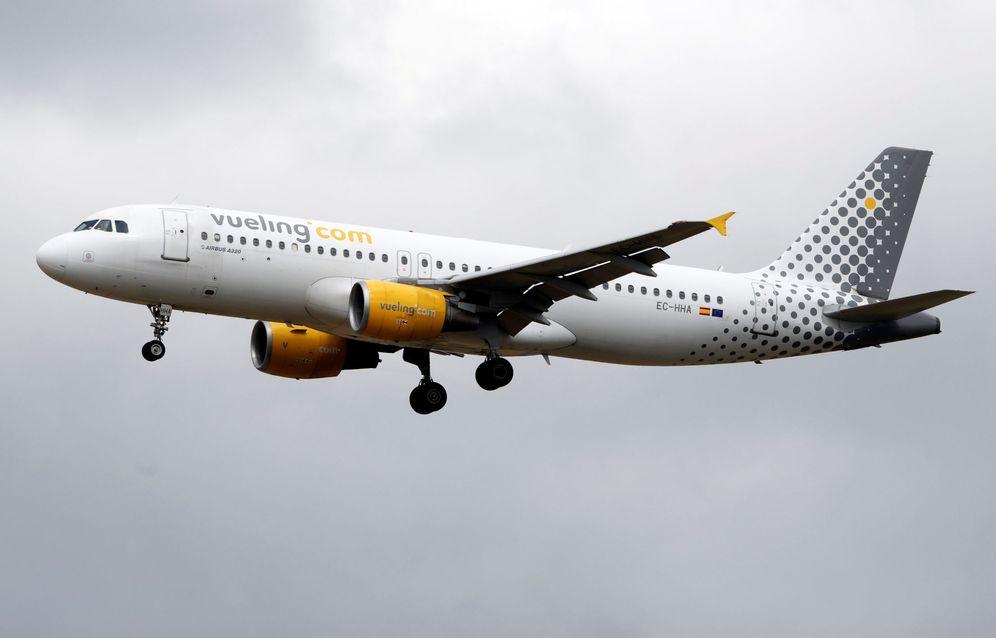 Foto: Vueling es la que peor paga a los copilotos de entrada, aunque más tarde mejora sus condiciones. (Reuters)