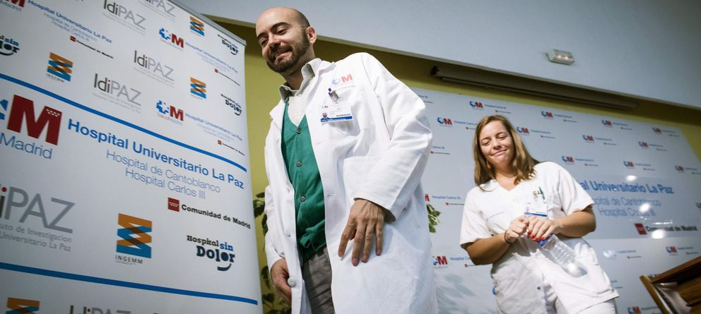 Foto: Miembros del equipo médico que atienden a Teresa Romero, antes de la rueda de prensa. (EFE)