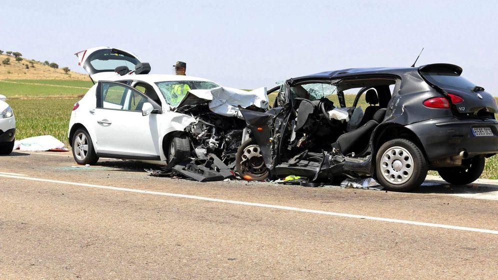 Foto: Imagen de archivo de un accidente de tráfico en la provincia de Badajoz. EFE